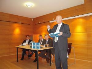 А. Соснов, С. Николюк и О. Манаев на ежеквартальном брифинге независимых экспертов в посольстве Германии (Минск, январь 2011 г.)
