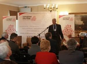 О. Манаев выступает на международной конференции