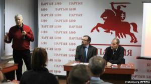 О. Манаев выступает на презентации новой книги Юрия Дракохруста (Минск, декабрь 2014 г.)