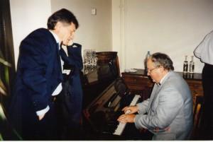 Л. Заико и О. Манаев на совместной встрече Нового Года НИСЭПИ и Аналитического центра «Стратегия» (Минск, декабрь 1999 г.)