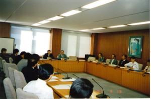 О. Манаев выступает в Токийском институте изучения международной политики (сентябрь 2000 г.)