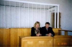 О. Манаев и адвокат В. Стремковская на заседании Верховного Суда РБ по делу о ликвидации НИСЭПИ (Минск, апрель 2005 г.)