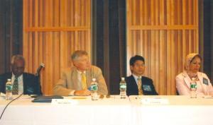 О. Манаев выступает на международном симпозиуме «Борьба идей продолжается: атаки на академические свободы в ХХI веке» в Колумбийском университете (Нью-Йорк, сентябрь 2008 г.)