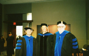 О. Манаев на выпускной церемонии Колледжа коммуникации и информации Университета Теннеси (Ноксвил, США, май 2008 г.)