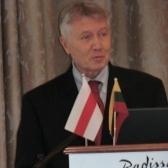 О. Манаев открывает международную конференцию «Будущее Беларуси», посвященную 20-летию НИСЭПИ (Вильнюс, май 2012 г.)